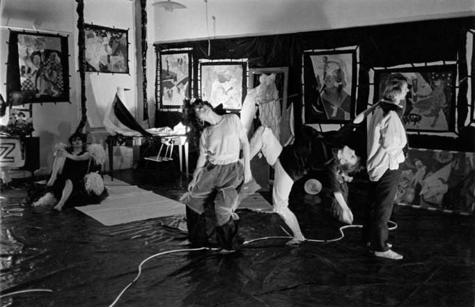 0_gTanssia Cris af Enehielmin näyttelyssä 1983 Kuva Keijo Kansonen